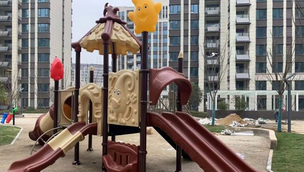 喜讯:晨飞游乐设备与广西一小区签约儿童游乐设备供应及安装