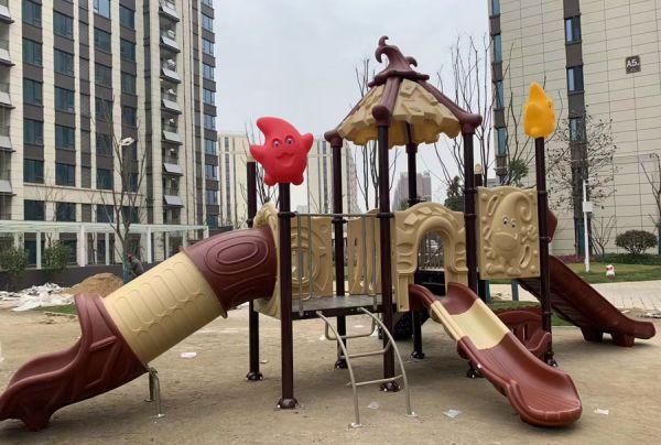 Residential area children's play park/children's slide