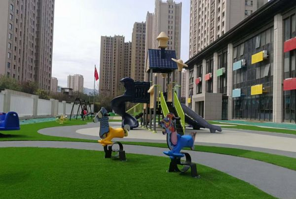 Children's combined slide in high-end residential area